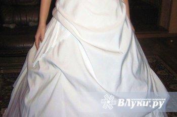 Продам свадебное платье (после химчистки), размер 42-44, к платью прилагаются…