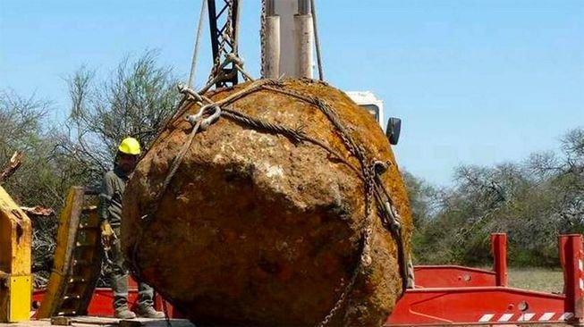 В итоге метеоритного дождя наЗемлю упал 30-тонный метеорит