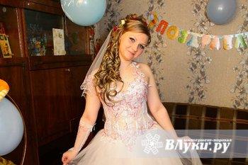 Продам красивое свадебное платье р. 48-50 в отличном состоянии. Платье белое с…