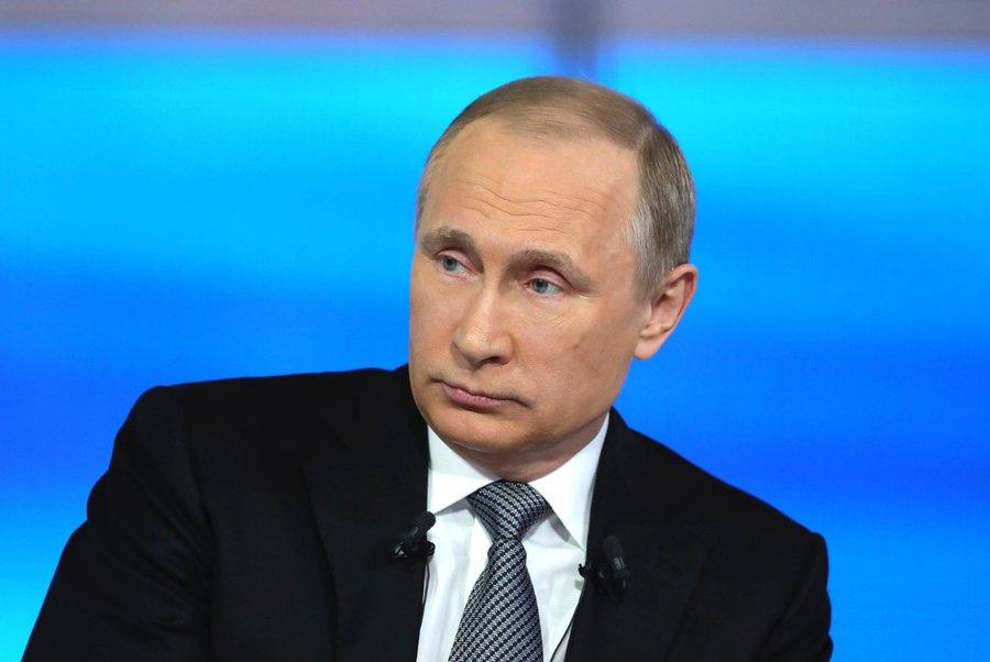 Стало известно, как Путин отреагировал напопытку подарить ему квартиру