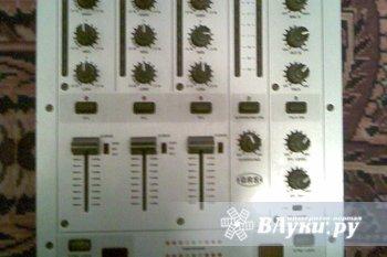 Микшерный пульт Behringer VMX 300, диджейский сиди-проигрыватель Numark CDN 22 + микрофон и две зарядки (нокия и моторола) в качестве бонуса. Все это может стать вашим…