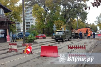 На ул. Вокзальная прорвало водопровод — дорога перекрыта (ФОТО)
