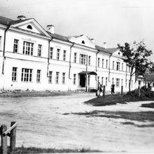 Площадь Тимирязева. Школа