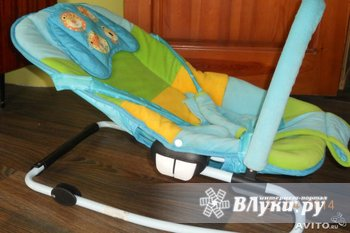 Продается шезлонг для малышей до 6 месяцев. 3 положения спинки, ремни…
