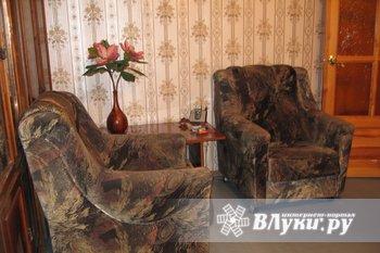 Продам б.у. мебель: диван и два кресла ( в комплекте). Цена - 13 тыс. руб.