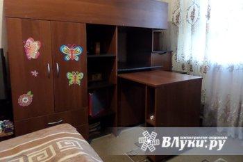 Детский уголок с кроватью-чердаком так же включает выкатной стол для занятий,…