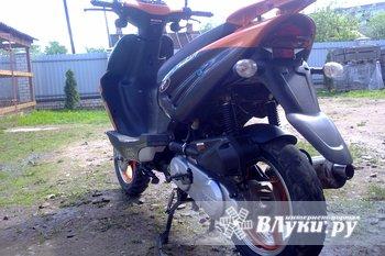 Скутер покупался весной 2011 года. Мопед в  отличном состоянии! Всё работает.…