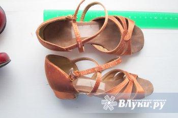 продам детские туфли б/у для занятий бальными танцами ( длина стопы 17см ),ц.1200р.