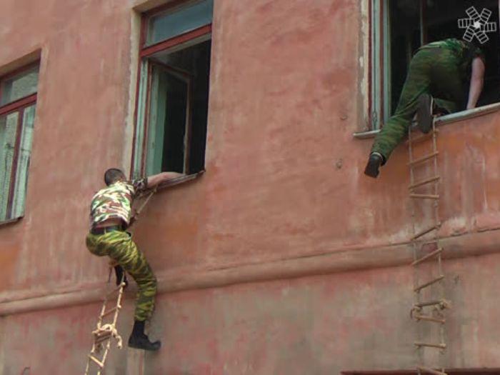 ВЛуки.ру: В Лицее №10 освобождали заложников