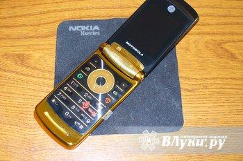 Motorola V8 Razr 2Gb Luxury Edition Состояние НИ ОДНОЙ ЦАРАПИНКИ..как у нового, не считая пленки, которая начинает стираться. Очень красивый телефон. Работает быстро и…