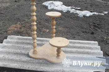 Подставка под цветы. Материал ясень, покрытие лак. Изделие ручной работы. цена 800 рублей