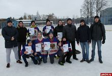 В Великих Луках провели хоккейный турнир в валенках