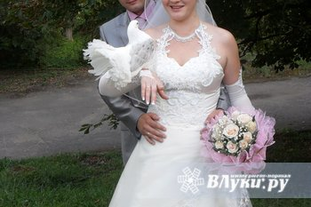 Продам свадебное платье красивое со стразами не пышное р.48 цвет шампанского…