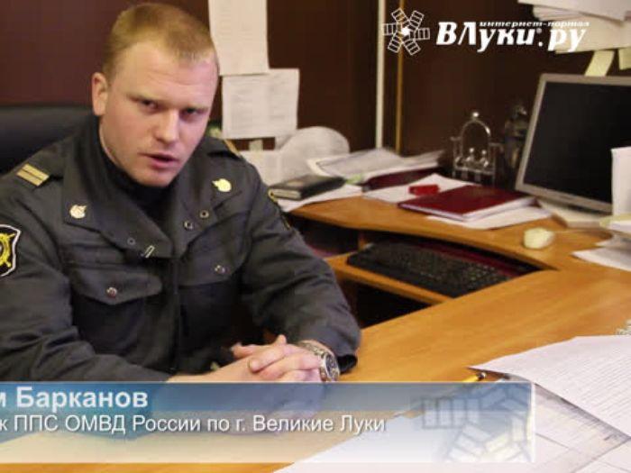 ВЛуки.ру: В Великих Луках молодой сотрудник ППС спас двух мужчин из огня