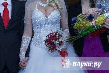Продам шикарное свадебное платье, пять колец р. 42-44. В подарок перчатки и…