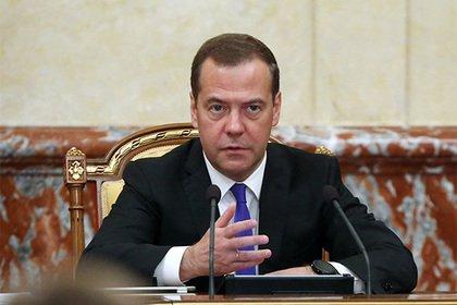 Медведев объяснил повышение пенсионного возраста
