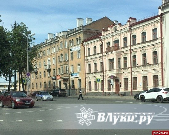 Великие Луки : Фотофакт: Вооруженная охрана в центре Пскова: http://www.vluki.ru/news/2016/06/02/429316.html